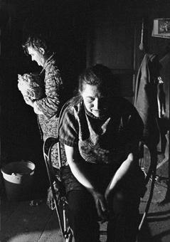 Marcelle Delpastre, sa mère et le chou Limousin 1979